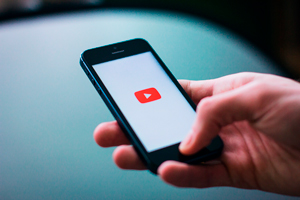 YOUTUBE NEWS: Mobile Live Streaming & Super Chat.